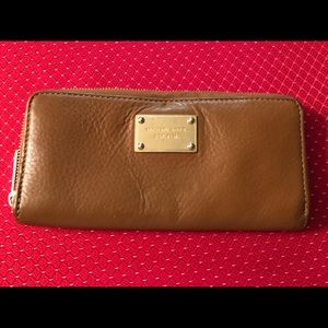 MICHAEL KORS BROWN LEATHER ACCORDIAN ZIP WALLET
